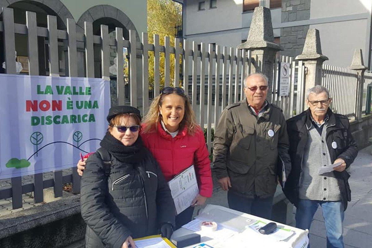 """Il comitato """"La Valle non è una discarica"""" chiede alla Giunta, con 13.000 firme, di non realizzare una discarica ad Issogne"""