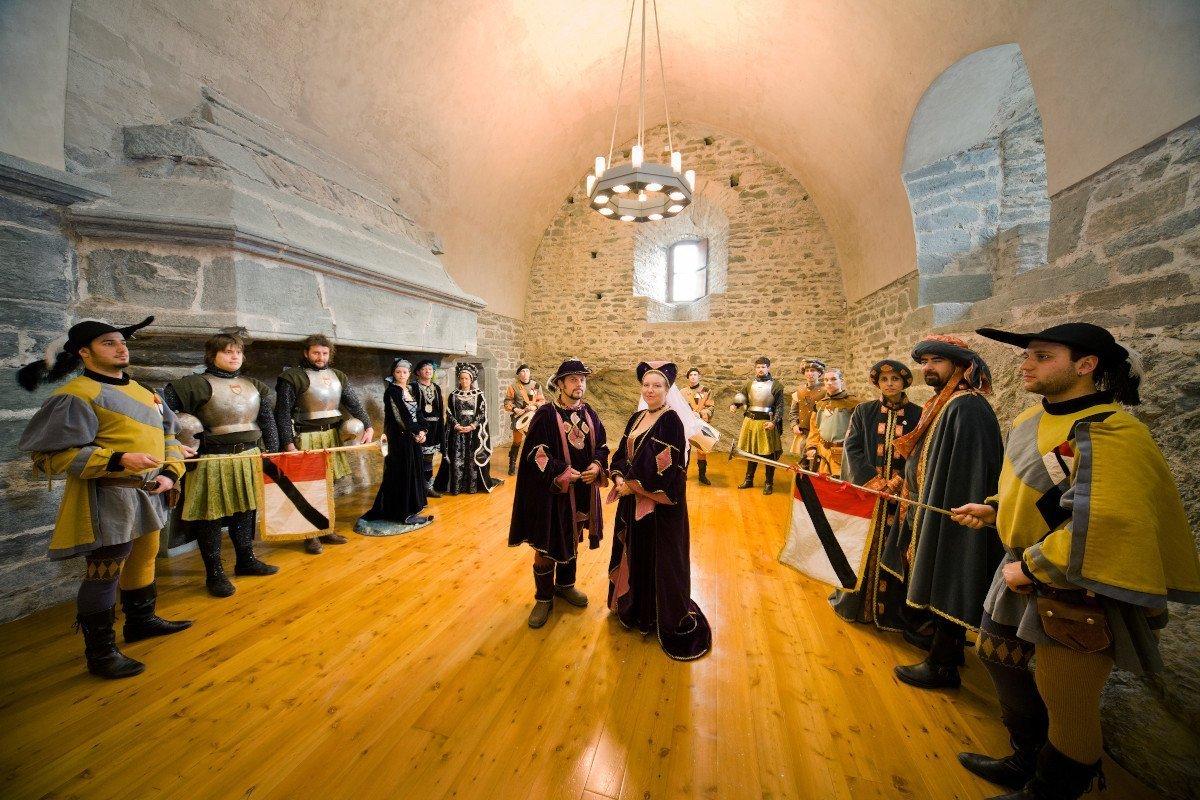 La Valle d'Aosta in maschera per festeggiare i carnevali storici, nella Coumba Freida, a Pont-Saint-Martin e Verrès
