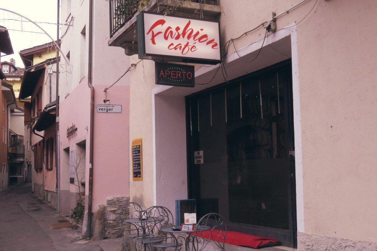 Una 22enne di Aosta arrestata dalla Polizia per aver rubato 80 euro ed alcune bibite in un bar di Aosta