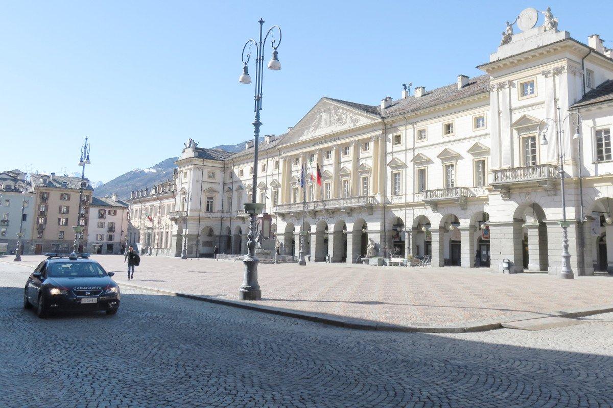 """Quattordici persone sono state denunciate dai Carabinieri di Aosta per essere state trovate fuori casa senza """"comprovata necessità"""""""