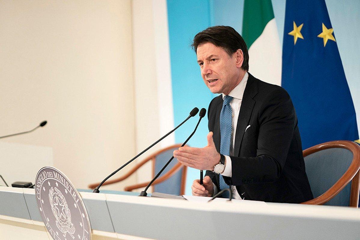 """Giuseppe Conte estende la """"zona rossa"""" a tutta l'Italia: vietati spostamenti ed assembramenti e sospese tutte le competizioni sportive"""