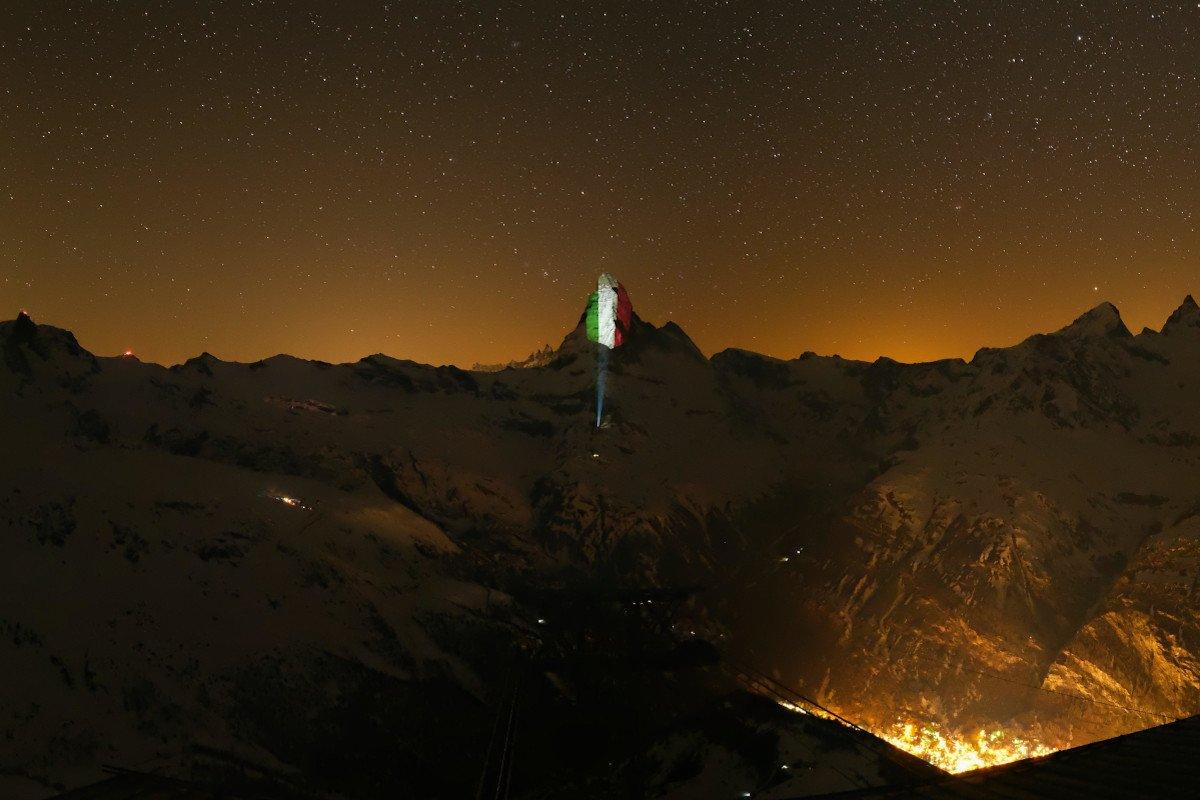 Il Cervino illuminato a Zermatt
