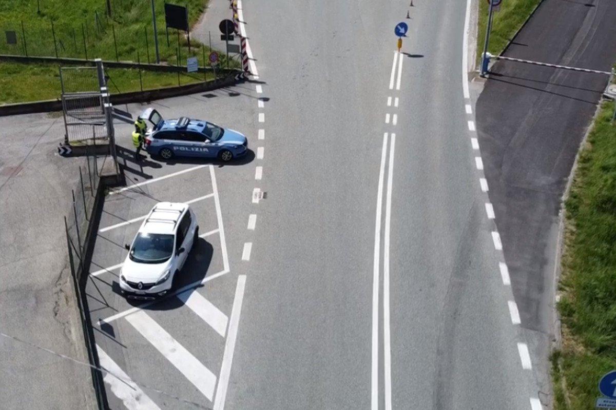 """Un 33enne di Quart in giro con la sua """"500"""" fermato dalla Polstrada a Pont-St-Martin: guidava con la patente revocata ed era ai """"domiciliari"""""""