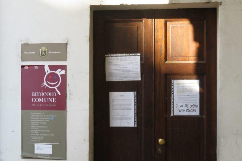 L'ingresso dello 'Sportello sosta e mobilità' del Comune di Aosta