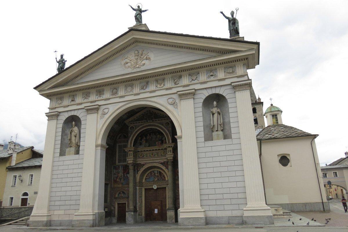 Le raccomandazioni del vescovo di Aosta ai fedeli per la riprese delle celebrazioni liturgiche: «ci è chiesto un grande sforzo per non vanificare i sacrifici»