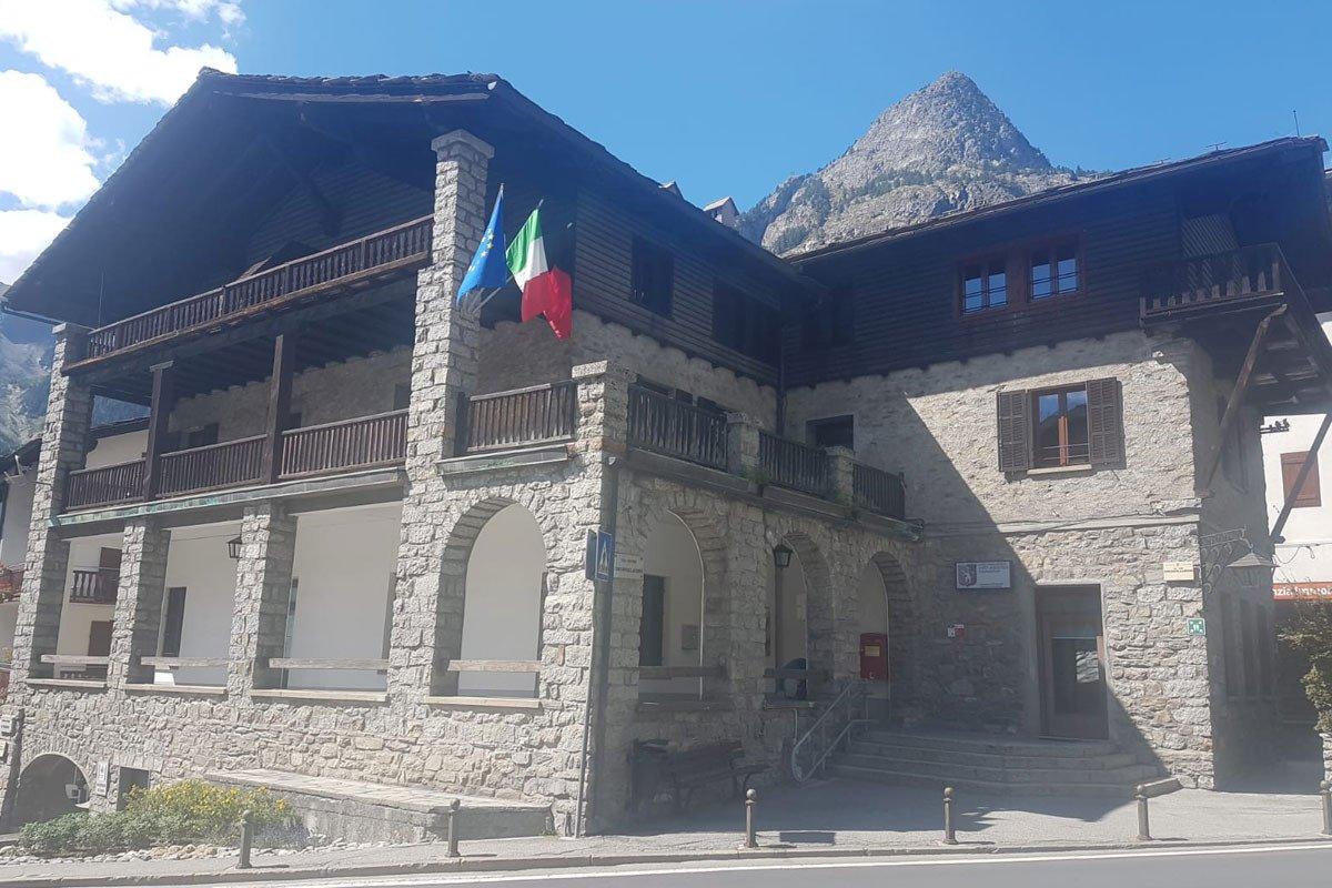 """Il Liceo linguistico di Courmayeur è stato promosso, dalla """"Fisi"""", a """"Ski College"""", settima scuola italiana ad ottenere il riconoscimento"""