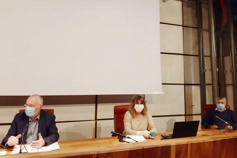 Renzo Testolin, Chantal Certan e Luigi Bertschy durante la conferenza stampa