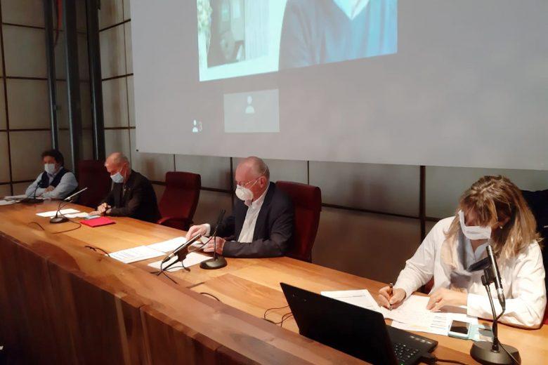 Mauro Baccega, Albert Chatrian, Renzo Testolin e Chantal Certan durante la presentazione dell'ordinanza 192