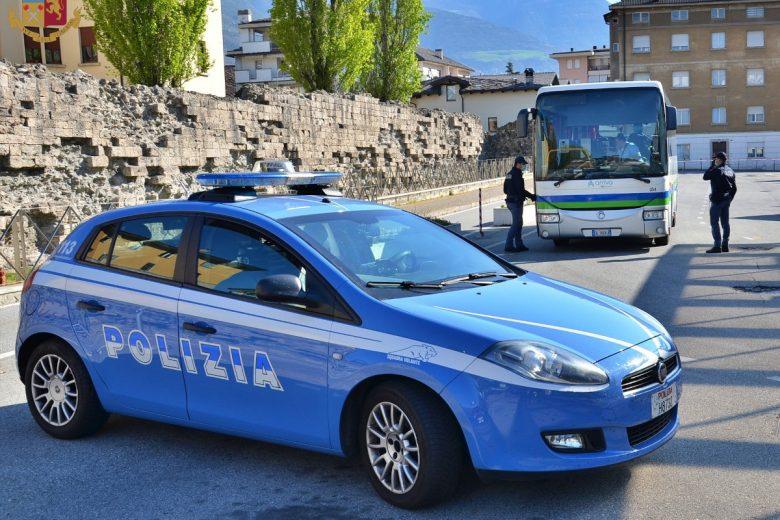 L'intervento della Polizia sul pullman in partenza da Aosta