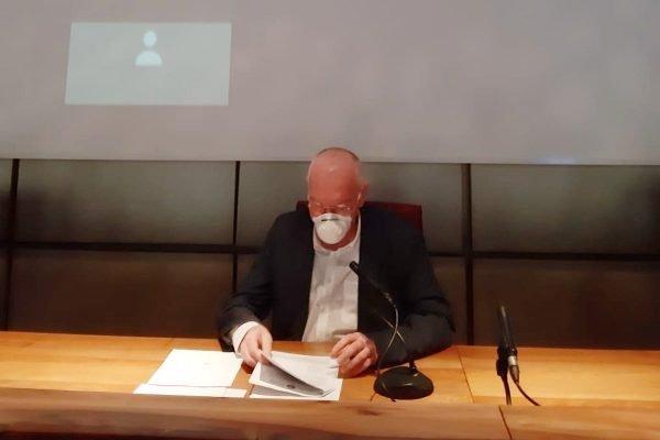 Renzo Testolin durante la presentazione dell'ordinanza 192