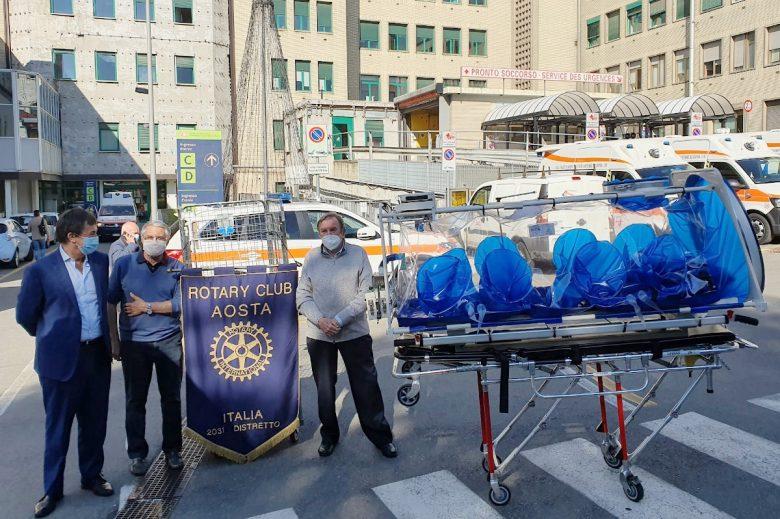 La barella donata dal 'Rotary club' all'Azienda Usl della Valle d'Aosta