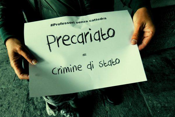Uno dei cartelli della manifestazione dei 'Professori senza cattedra' valdostani