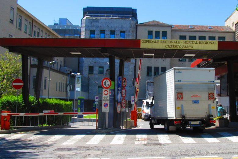 L'ingresso dell'ospedale 'Parini' di Aosta