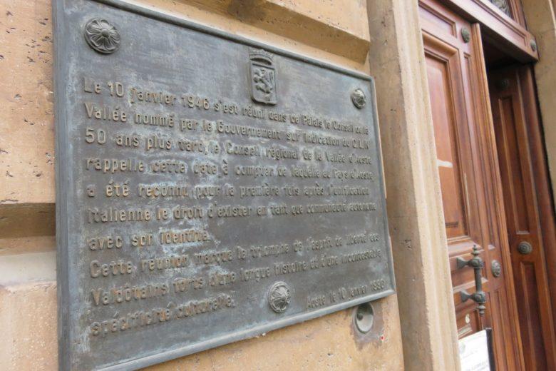 La targa commemorativa del primo Consiglio Valle