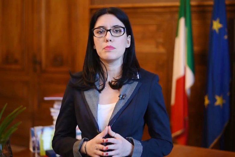 Lucia Azzolina nel messaggio di auguri