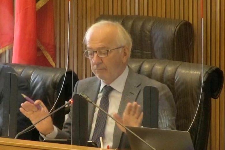 Flavio Peinetti durante la riunione del Consiglio Valle del 22 giugno 2020