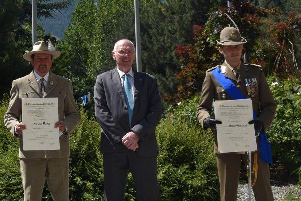 Due dei nuovi Cavalieri, Adriano Favre e Mario Gronchi con il presidente della Regione Renzo Testolin