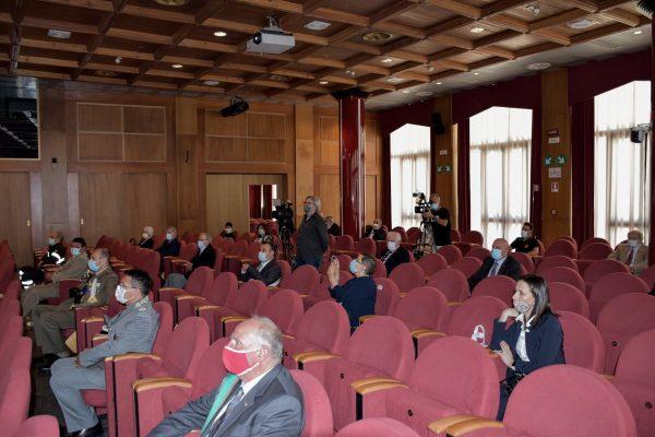 Il pubblico presente alla cerimonia della Festa della Repubblica a Palazzo regionale ad Aosta