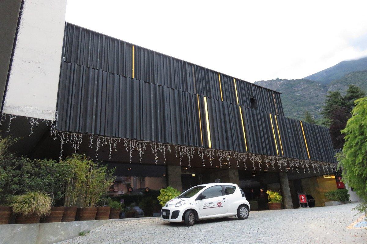 Lunedì 15 giugno riapre al pubblico il Casino de la Vallée: non più di mille clienti per volta, mazzo di carte giornaliero e fumatori sul terrazzo