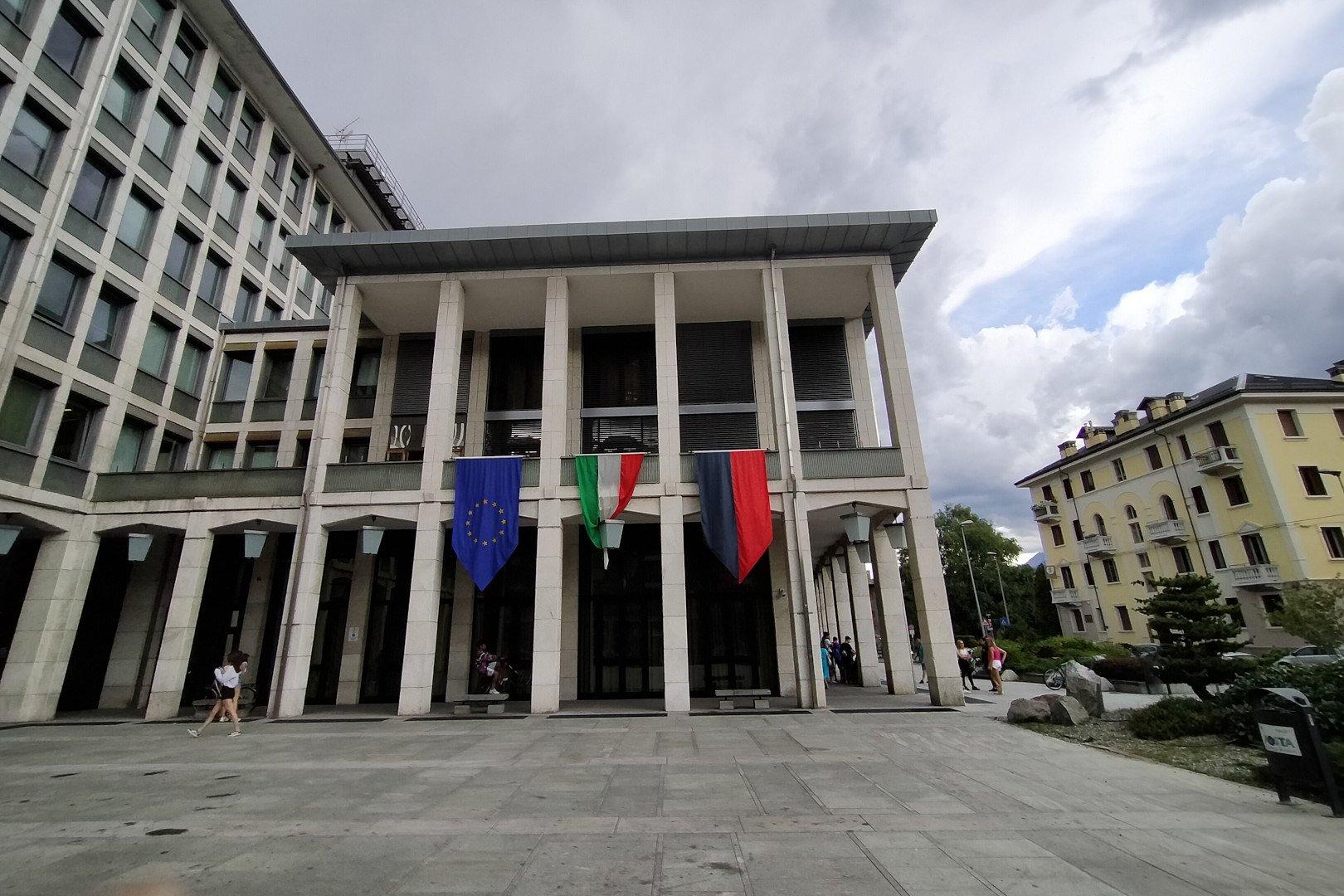 Palazzo regionale durante la riunione del Consiglio Valle di venerdì 3 luglio