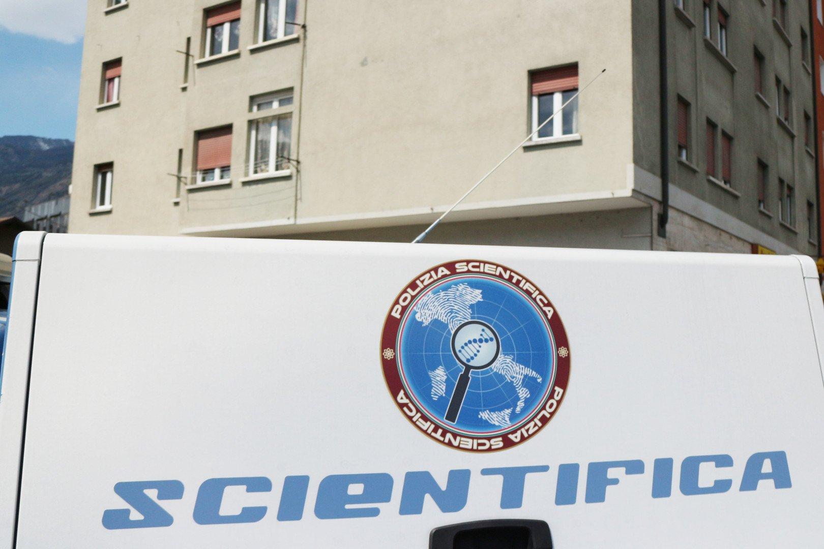 Una donna 32enne trovata morta ad Aosta: indaga la Squadra Mobile per omicidio, dopo i lunghi rilievi della Scientifica