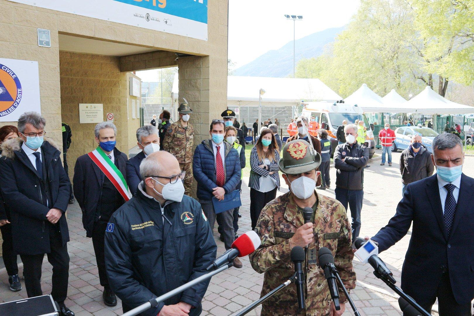 """Sarà l'Esercito a vaccinare gli over-80 delle zone """"impervie"""" della Valle d'Aosta: in arrivo un migliaio di dosi extra per rispettare il piano"""