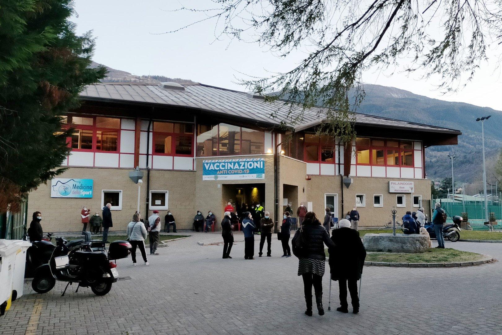 Annunciato l'arrivo, in Valle d'Aosta, di oltre seimila dosi in più di vaccino anti-covid: «riorganizziamo il Piano senza errori»