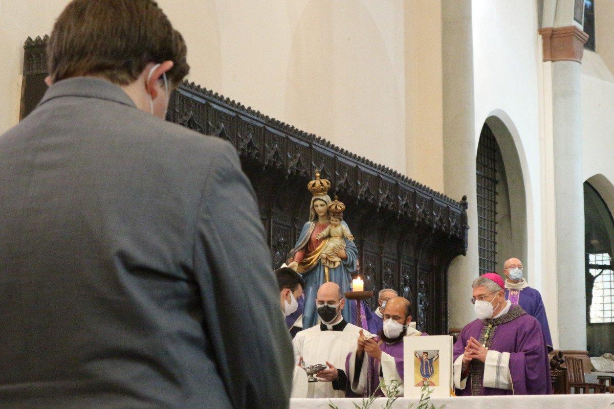 Un momento della celebrazione, con monsignor Lovignana ed il presidente Lavevaz