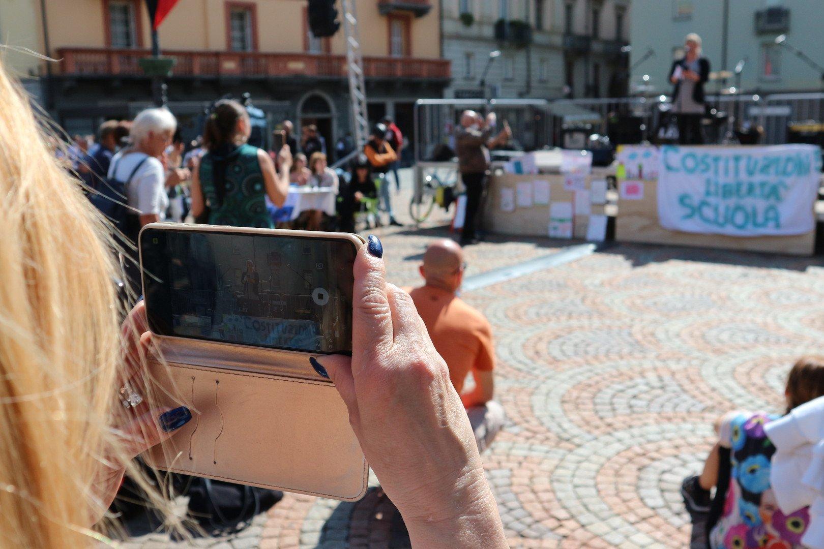 La manifestazione 'no dad' dei novax ad Aosta