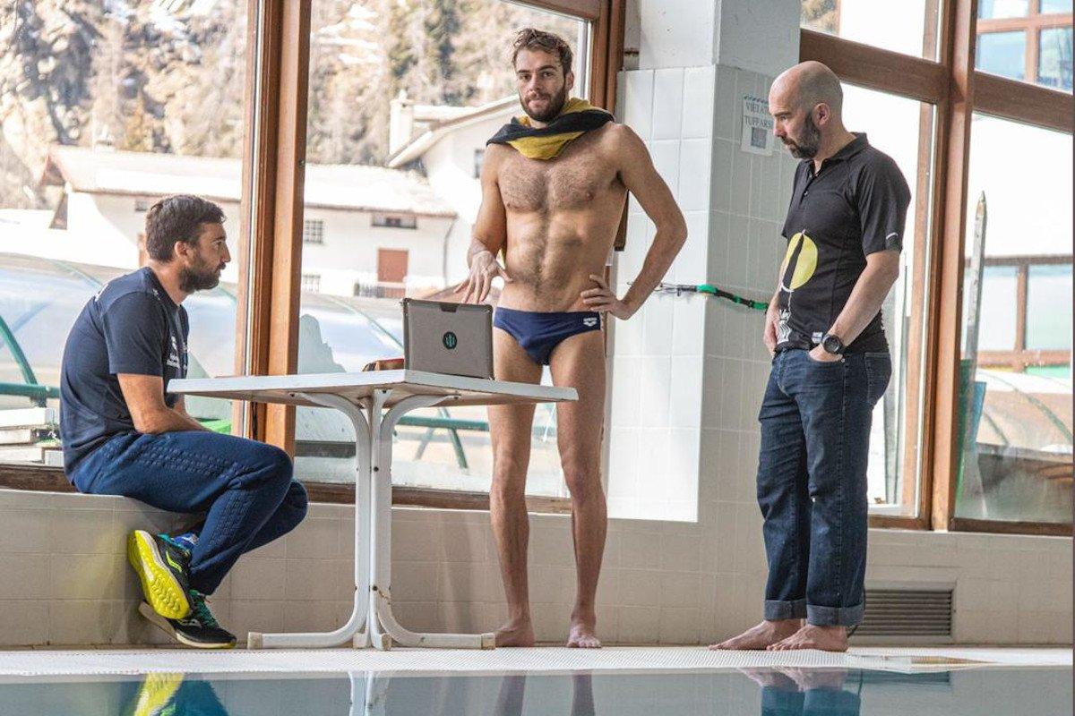 Gregorio Paltrinieri con i tecnici a Valtournenche