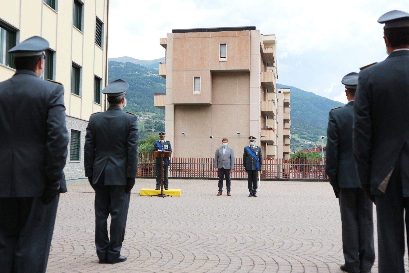 Il Sottotenente Emanuele Maestri, il presidente della Regione Erik Lavevaz ed il comandante della Guardia di Finanza di Aosta, Colonnello Massimiliano Re