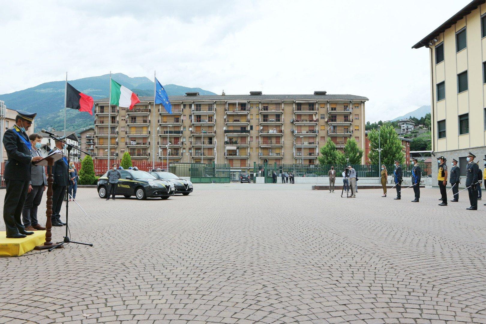 Il piazzale della caserma 'Luboz' di Aosta durante le celebrazioni del 247° anniversario della Guardia di Finanza