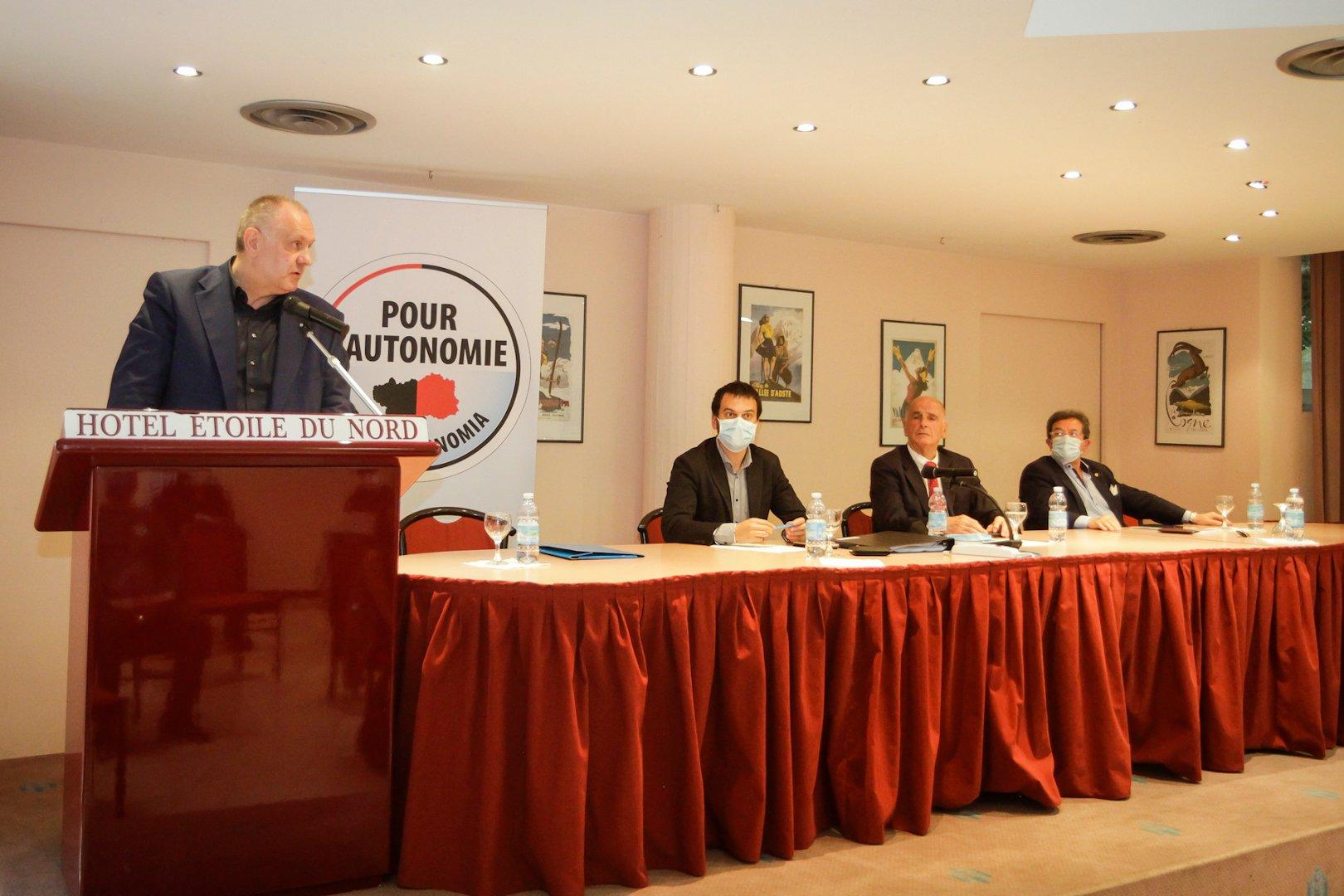 """""""Pour l'Autonomie"""" si è riunita in assemblea: Aldo Di Marco presidente con Stefania Anardi alla Segreteria. «Alleanze solo con le forze autonomiste» ha evidenziato Mauro Baccega"""