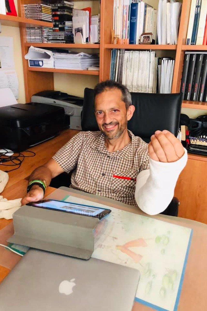 Jean-Pierre Guichardaz a casa col braccio rotto (foto Facebook)