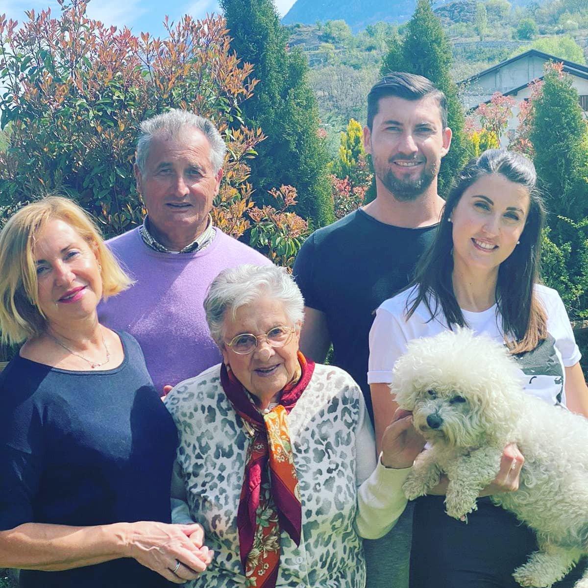 Sandro Pepellin con la famiglia in una foto postata sui social la scorsa Pasqua
