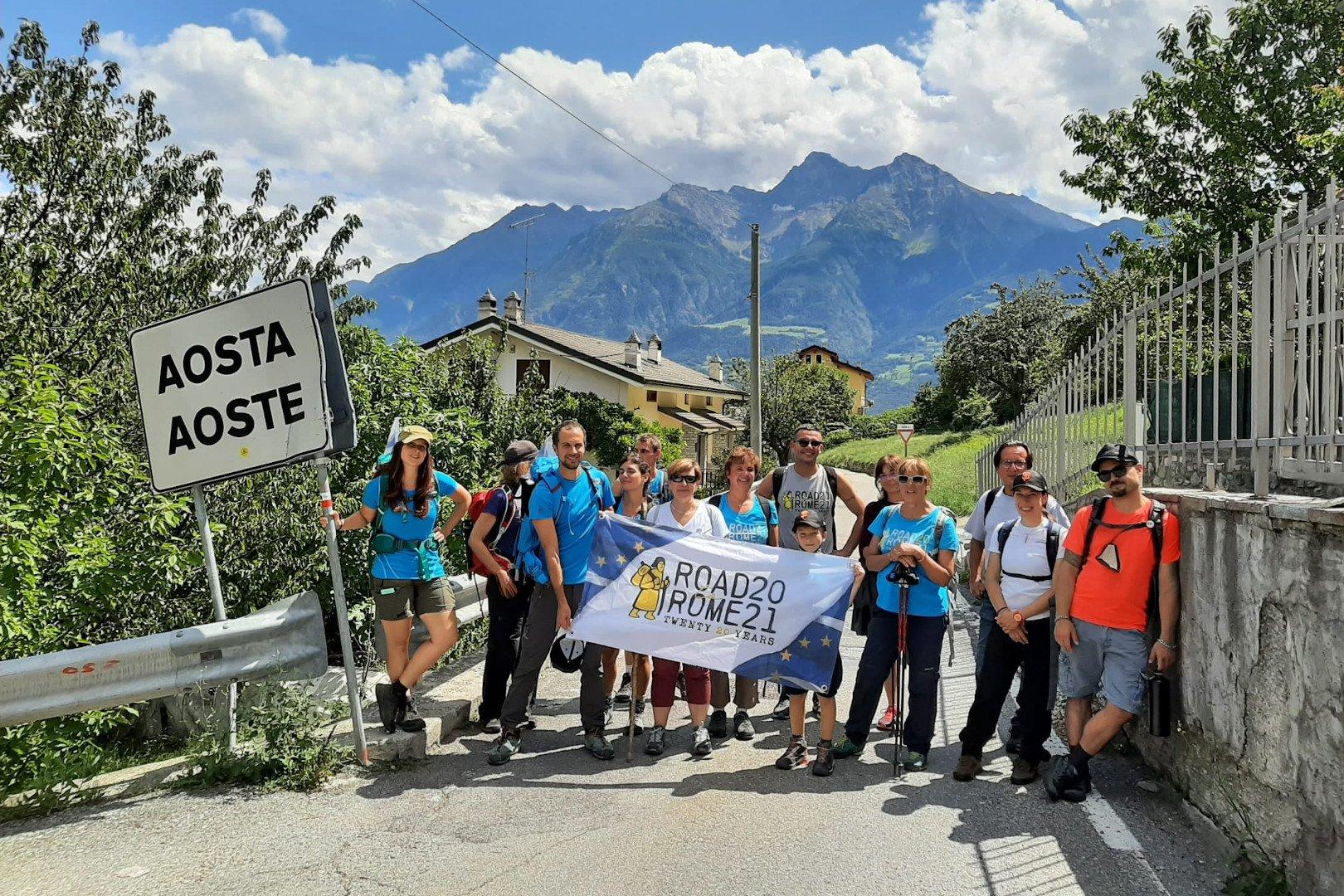 """Sono in Valle d'Aosta i dodici pellegrini della staffetta """"Road to Rome"""", partita a giugno da Canterbury che arriverà il 18 ottobre a Santa Maria di Leuca"""